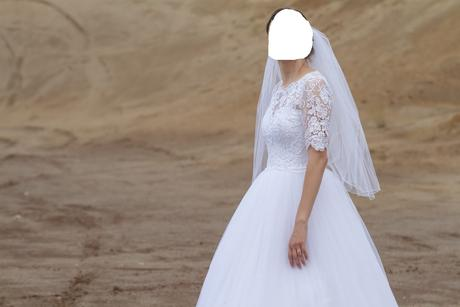 Čipkované šaty, 38