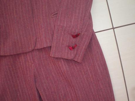 Krásny dámsky kostym nenosený - 40, 40