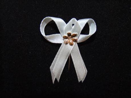 biele pierko zlatý kvet,