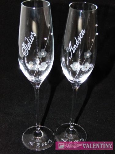 svadobný pohár  meno a dátum zdarma,