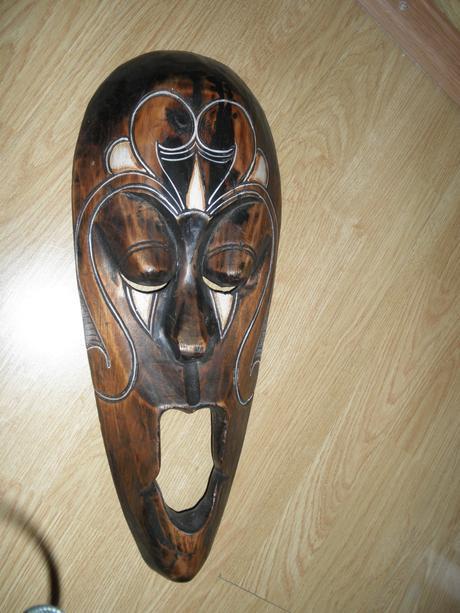 Maska drevená,