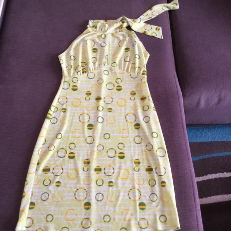 Společenské šaty s rafinovaným výstřihem, 36