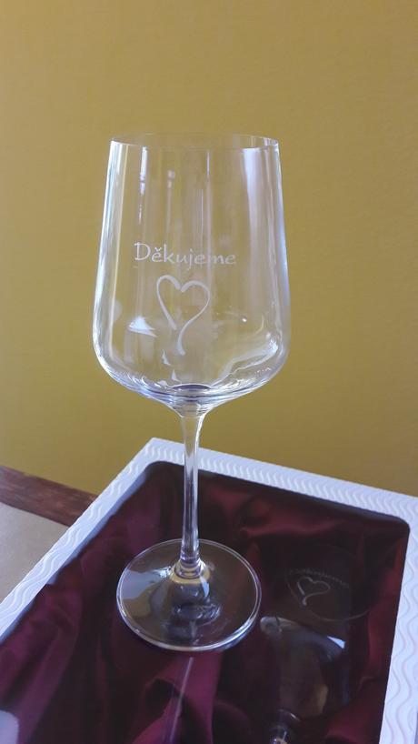 sklenice na víno s poděkováním,