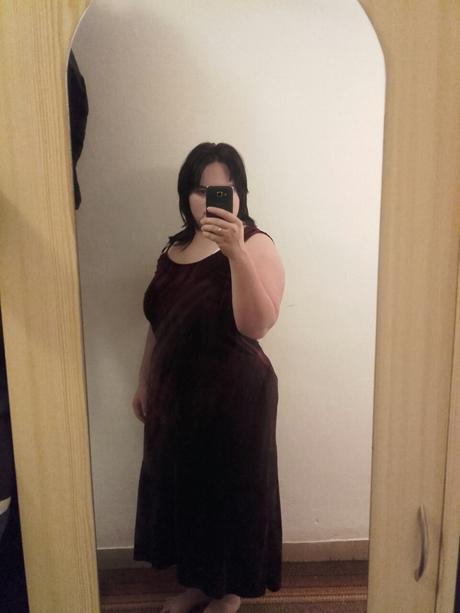 Vínové šaty pro baculky, 46