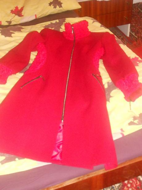 Elegantný červený kabát, 36
