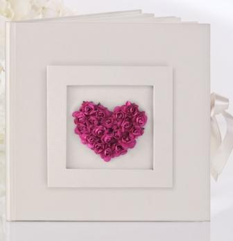 Svatební kniha krémová s růžovým srdcem,