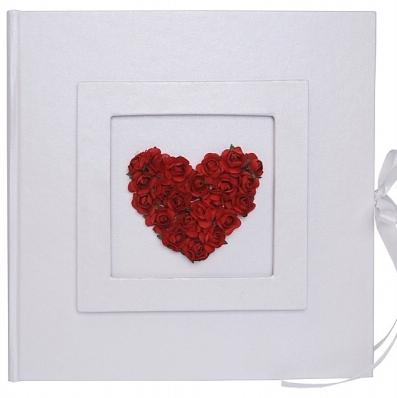 Svatební kniha s červeným srdcem,