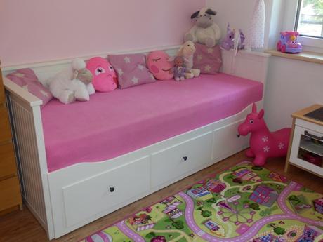Rozkládací postele Hemnes včeteně matrací,