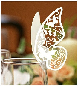 Menovky - vyrezávaný motýľ ,