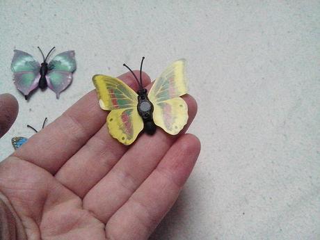 Barevni motylci s magnetkou cca 40ks,