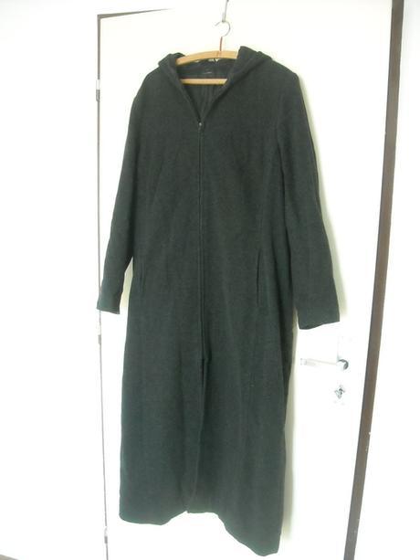 Klasický černý kabát, 44
