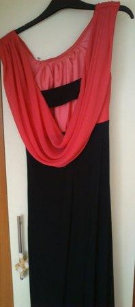 Čiernoružové dlhé šaty s odhaleným chrbátom, 38