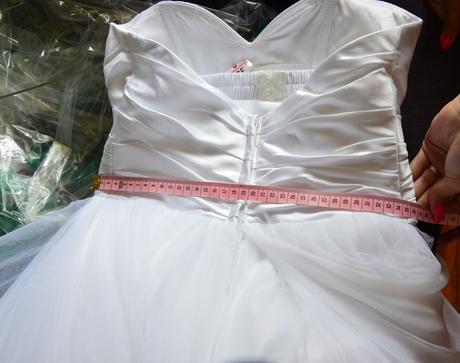 snehovobiele šaty so sukňou s viacerými vrstvami, 36