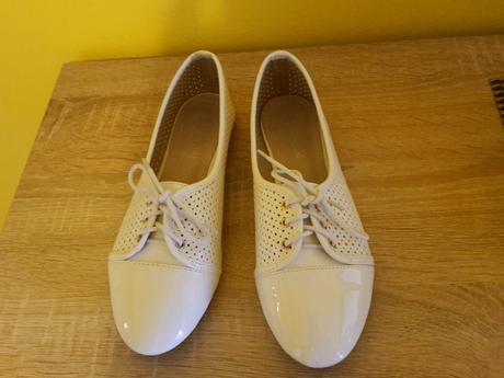 Biele lakovane  topanky balerinky , 39