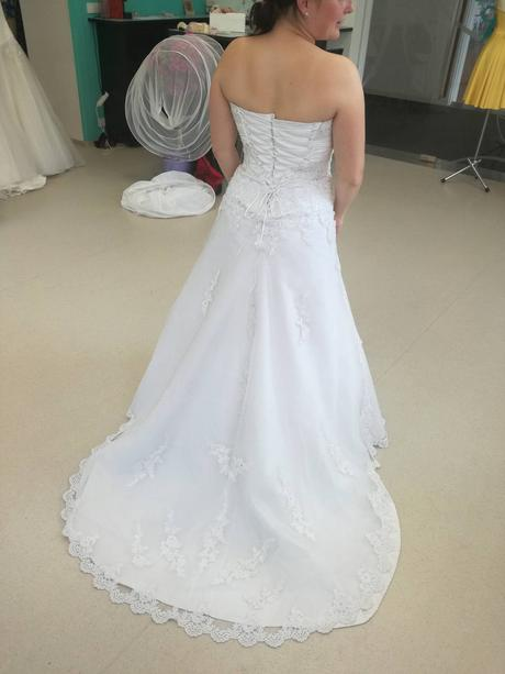 Svatební šaty s vlečkou, vel. 38-42, 40