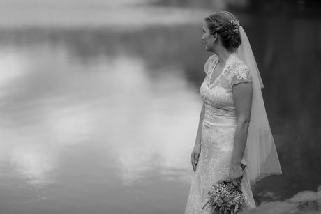 Luxusní krajkové svatební šaty, 38