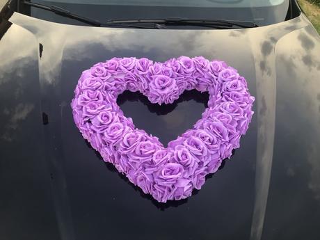 Svadobná dekorácia na auto srdce na prenájom,