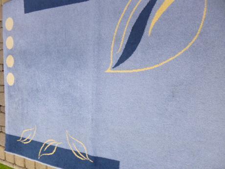 modry koberec,