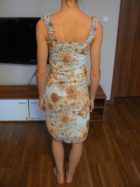 Lehké letní šaty, 34