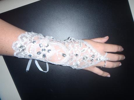 krátké krajkové rukavičky,