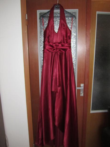 Vínové spoločenské šaty, 40
