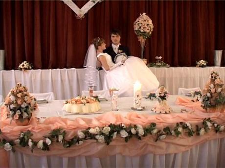 marhuľovo - oranžové mašle na stoličky,
