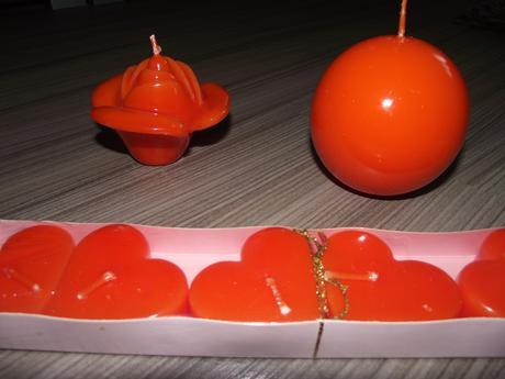 oranžové sviečky,