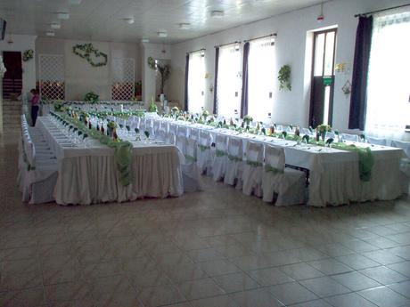 pistáciovo- zelené mašle na stoličky,
