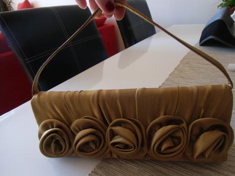 Saténová kabelka s retiazkou, 35