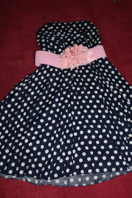 Bodkované šaty, 98
