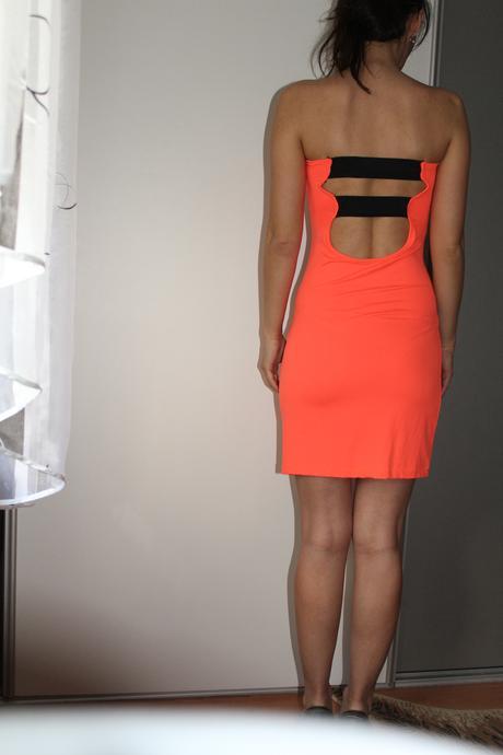 Oranžové elastické šaty, 36