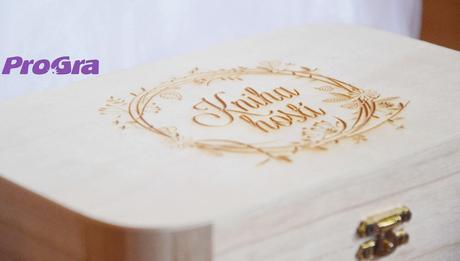 """Set """"Kniha hostů"""" krabička + 150 ks srdíček + pero,"""