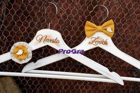 Svatební vintage věšáčky s ptáčky - hořčicová,