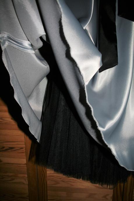Společenské šaty, elegantní šedé, 38