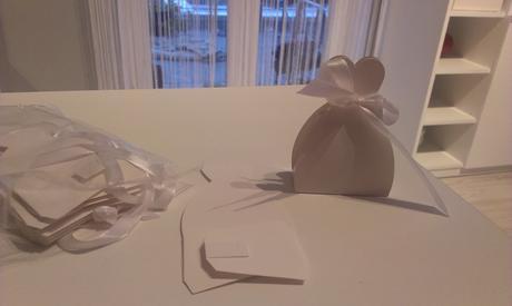 krabičky v tvare svadobných šiat,