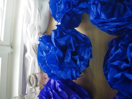 16 ks pom poms tyrkysové a 20 ks fialové,