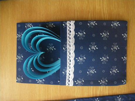 běhoun na stůl - modrotisk s bavlněnou krajkou,