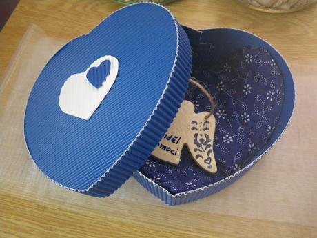 dárková krabička vlnitá lepenka srdce,