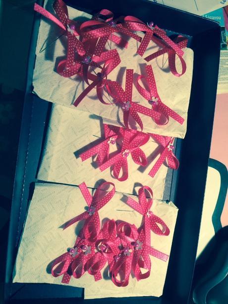 Růžové/fuchsiové vývazky s bílým puntíkem,