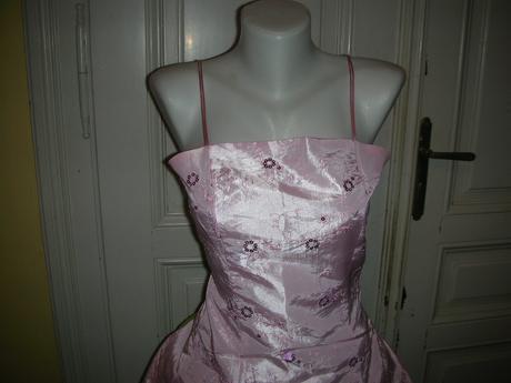 Růžové šaty nejen pro  družičky, 38