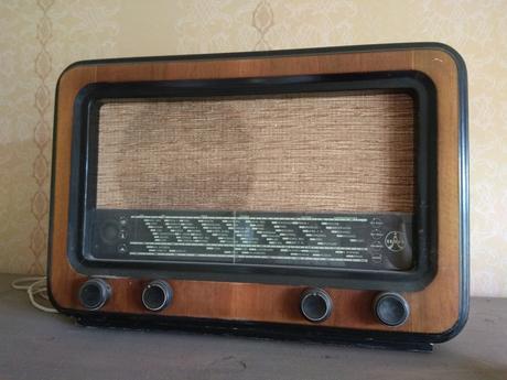 Starodávné rádio tesla,