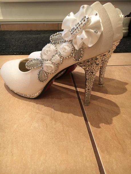 bílé boty na podpadku, 38