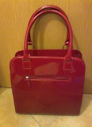Červená lesklá kabelka, M