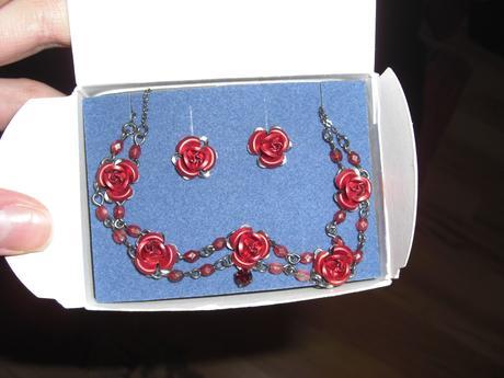 Sada šperků s růžičkami,