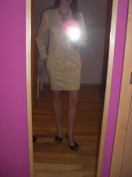 Svetle zluty kostymek, S