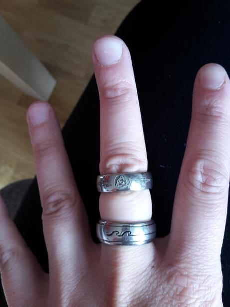 Prsteň z chirurgickej ocele s ornamentom,