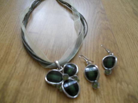 Smaragdovozelený set - náhrdelník a náušnice,