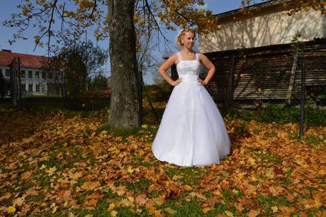 Svadobné šaty s trblietavou sukňou, 38