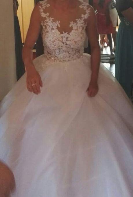 Cipkovane svadobne saty s vleckou site na mieru, 36