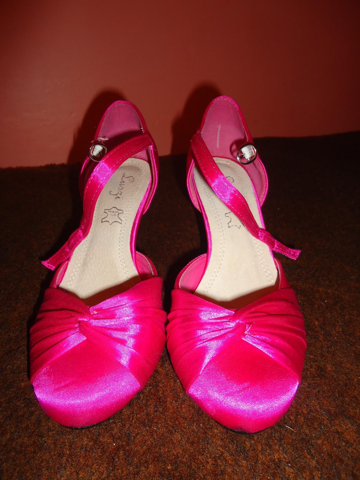 adb5050764ba Elegantné cyklamenové topánky